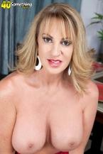 Annette desires to observe you jack off