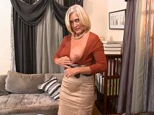 Southern belle reveals off her bra buddies and pussy