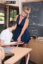 Newcomer Sheree copulates her student